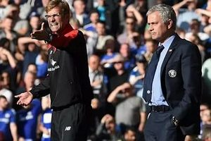 Клопп поддерживает, Моуринью критикует: как ведут себя менеджеры перед очным матчем