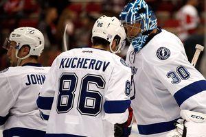 Тампа гарантировала место в плей-офф НХЛ, а Кучеров укрепил лидерство в гонке бомбардиров