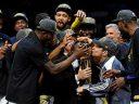 Эксперты все еще считают Голден Стэйт фаворитом сезона НБА, Кливленд - среди главных аутсайдеров