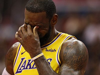 Лейкерс точно не попадают в плей-офф: Леброн Джеймс прокомментировал провал своего клуба