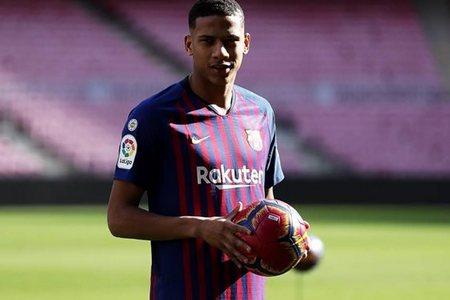 Клубы АПЛ спорят за право подписать молодого защитника Барселоны