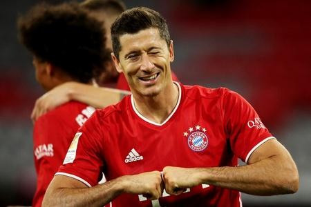 Англичане поставили Месси выше Роналду и признали, что Левандовски в 2020-м был лучшим